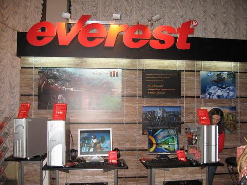 Стенд компании Everest с парой pre-mod корпусов