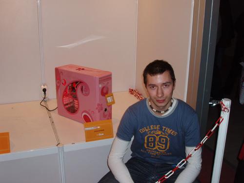 Артём на фоне своего моддинг проекта MeLady
