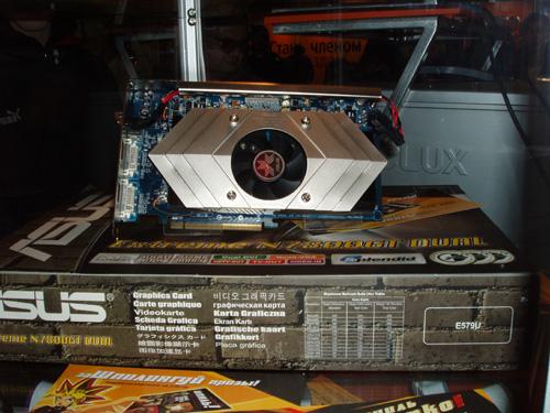 Более общий вид видеокарты ASUS Extreme N7800GT Dual