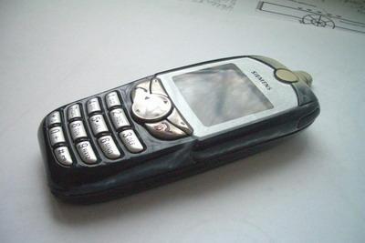 Мобильный телефон Siemens SL 45 после аэрографии в три четверти