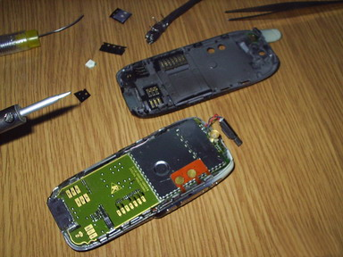 Разбираем телефон для замены светодидов