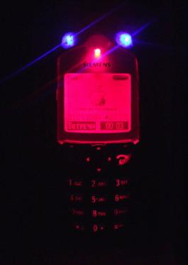 Вид спереди на телефон с дополнительной подсветкой