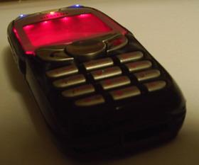 Нижняя часть телефона со включенной подсветкой