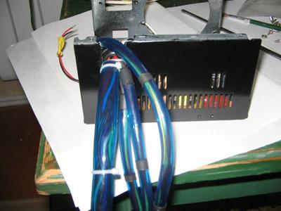 Раудиные кабели выходят из БП