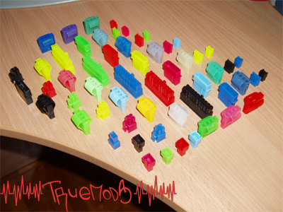 Множество цветных коннекторов