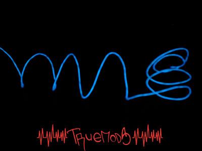 MitronInterlink El Wire Kit синего цвета в темноте