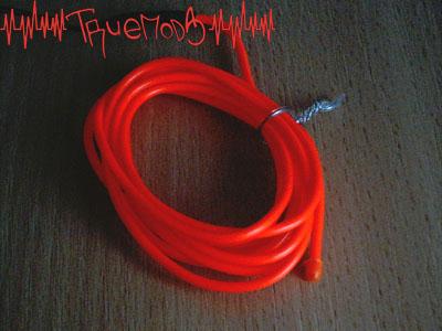 Свечение неонового шнура красного цвета
