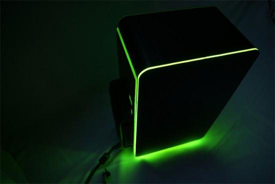 В темноте проект XBOX SUPREME выглядит особенно стильно