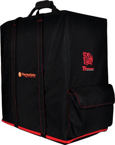 Общий вид сумки Transporter Carry Bag на компьютерном корпусе
