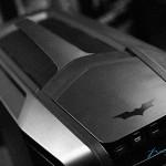 Логотип Бэтмена на верхней крышке корпуса