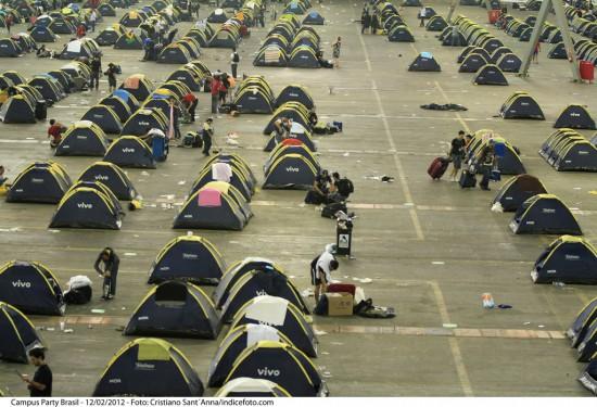 На Campus Party 2012 в Сан-Пауло энтузиасты жили в палатках