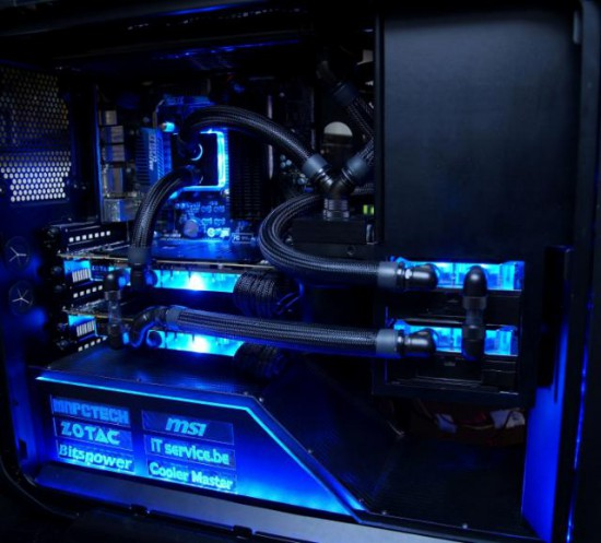 Внутренности проекта Corsair Graphite 600T MbK со включенной подсветкой
