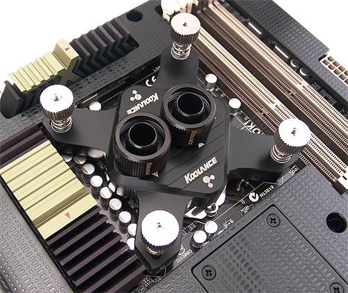 Ватерблок Koolance CPU-370SI, установленный на материнскую плату