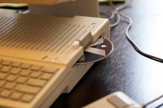 Щель от встроенного дисковода нашла себе новое применение