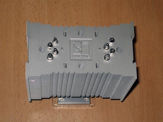Вид сверху на радиатор процессорного кулера Noctua NH-U12P SE2