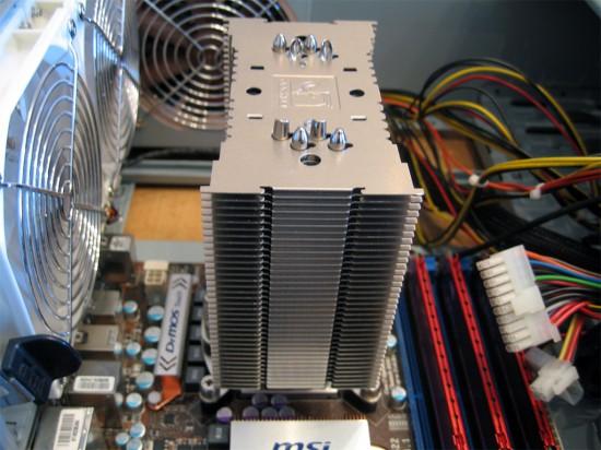 Радиатор установлен и зафиксирован в креплениях