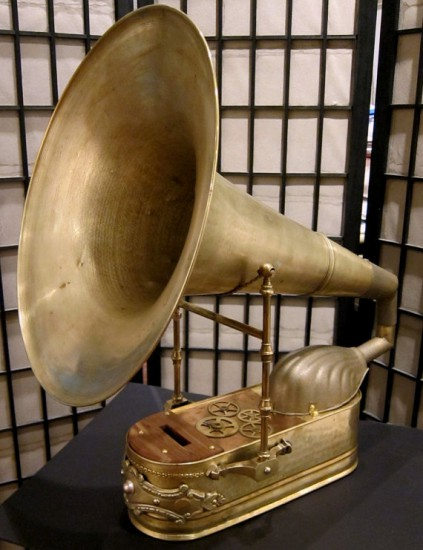 Общий вид Grand iPhone Victrola