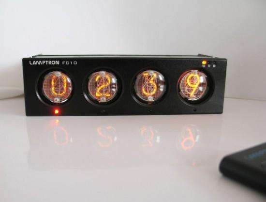 Общий вид включенной панели управления Lamptron FC-10