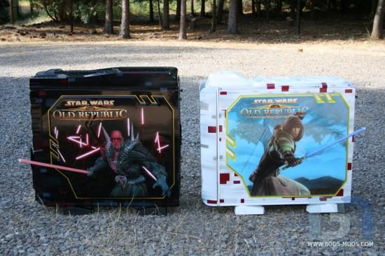 Вид слева на оба компьютерных корпуса в проекте Star Wars Old Republic Case Mods