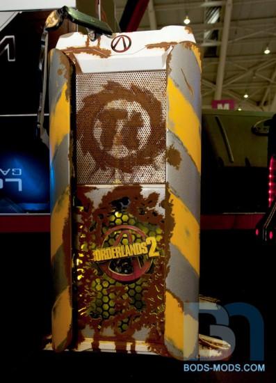 Вид спереди на моддинг проект Borderlands 2 Case Mod от Boddaker'а