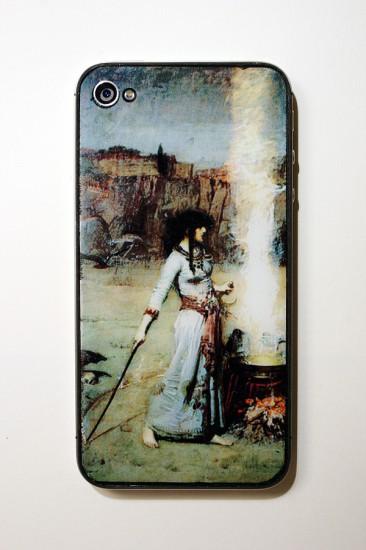 Задняя панель для телефона Джейка, на которой запечатлен фрагмент картины The Magic Circle