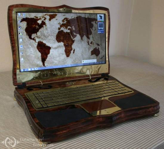 Общий вид ноутбука Datamancer Victorian Laptop