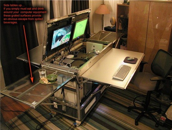 Same mobile workplace in the unfolded state