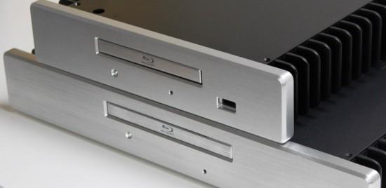 Передние панели корпусов выполнены из толстого алюминия