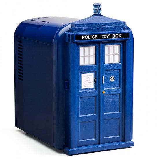 Мини-холодильник TARDIS от ThinkGeek