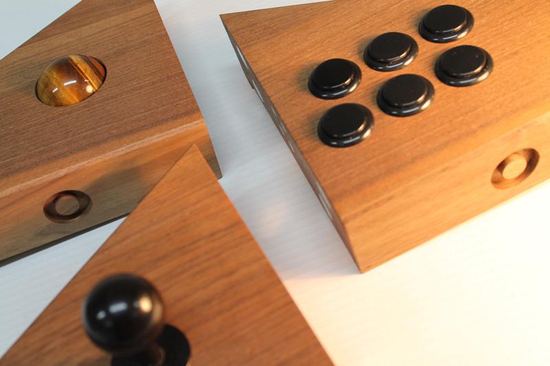 В составе контроллера можно использовать как джойстик, так и трекбол