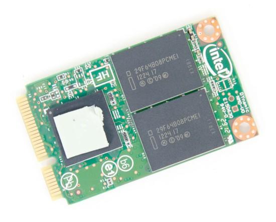 Фото накопителя с маркировкой чипов, контроллер закрыт наклейкой