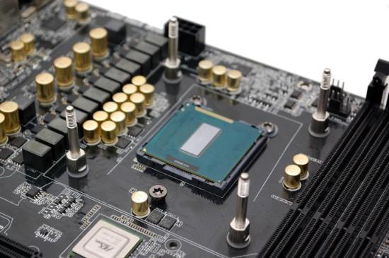 Процессор со снятой теплораспределительной крышкой