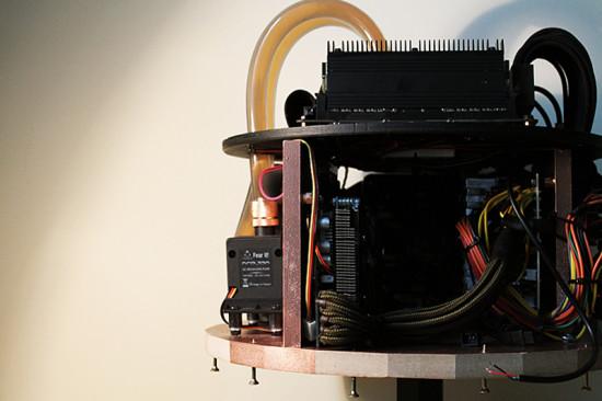 Вид сбоку на внутренние компоненты проекта