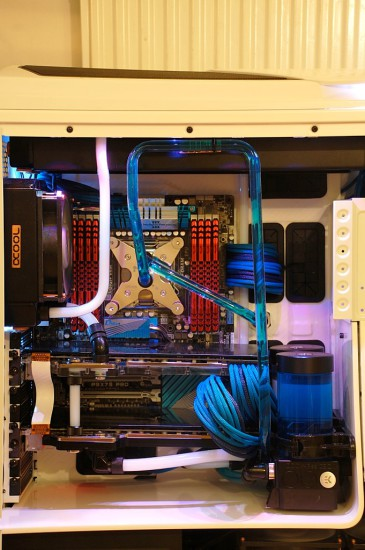 Моддинг проект Azure - Acrylic tubed Phantom 820 mod от моддера Maki role
