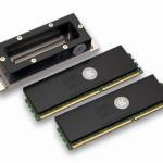 Испаритель и два модуля памяти с радиаторами