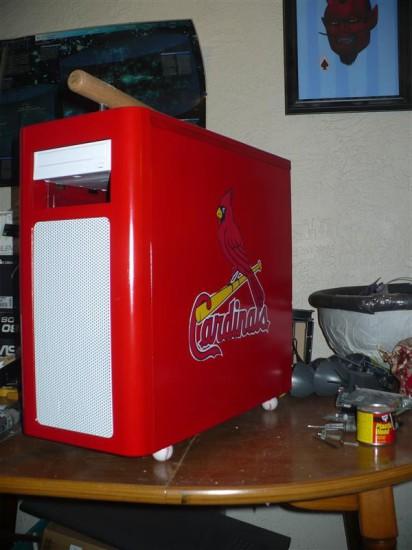 Вид моддинг проекта Saint Louis Cardinals theme case от моддера TheGreatSatan на данном этапе