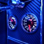 Вид вблизи на автомобильные индикаторы