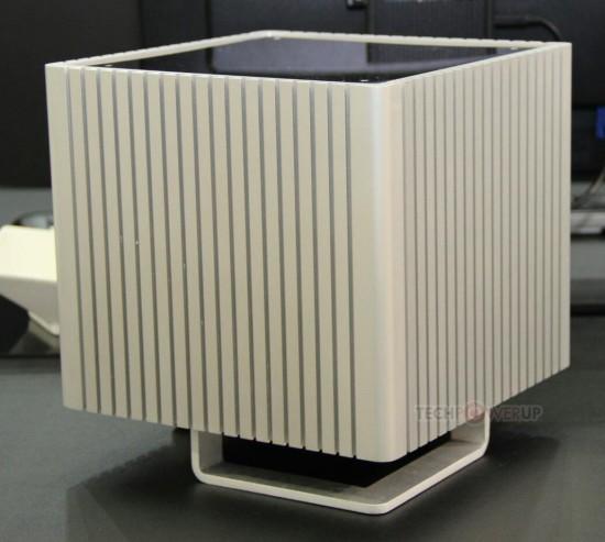 Общий вид компактного стильного алюминиевого корпуса Streacom DB4