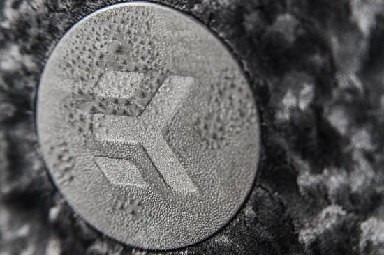 Замороженный конденсат на логотипе EK Waterblocks
