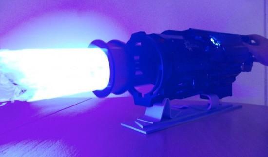 Общий вид шестиствольной лазерной пушки в работе