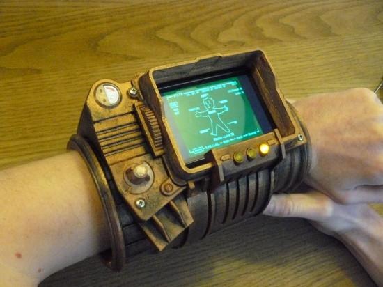 Общий вид компьютера Pip-Boy 3000, одетого на руку