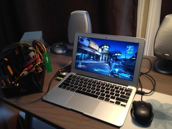 Общий вид ноутбука MacBook Air с подключенной внешней видеокартой