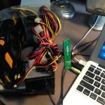 Вид системы рядом с ноутбуком