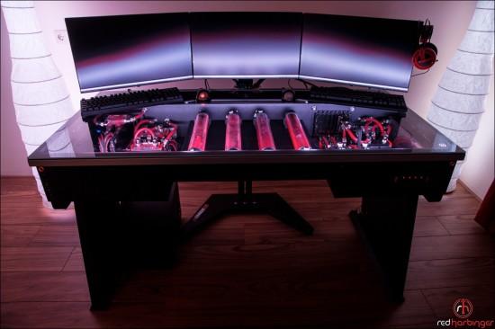 Вид спереди на стол в проекте Cross by Red Harbinger