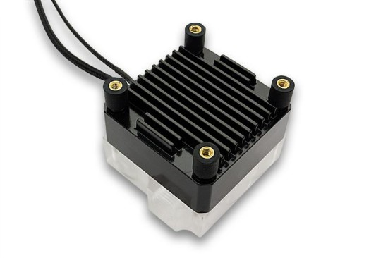 Черный вариант EK-DDC Heatsink Housing, установленный на помпу вместе с антивибрационным креплением