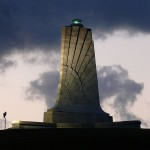 Мемориал Wright Brothers Memorial расположеный в Килл Девил Хилс (Kill Devil Hills), Северная Каролина