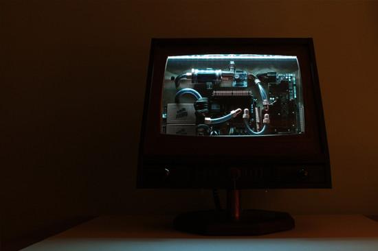 Проект со включенной белой подсветкой и экраном в прозрачном режиме