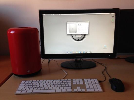 Общий вид моддинг проекта рядом с монитором