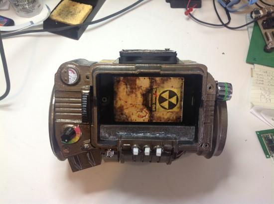 Общий вид готового Pip Boy 3000, сделанного энтузиастом kosh23