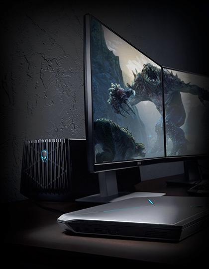 Alienware Graphics Amplifier рядом с ноутбуком и мониторами